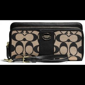 Monogram Coach Classic Wallet Wristlet Purse